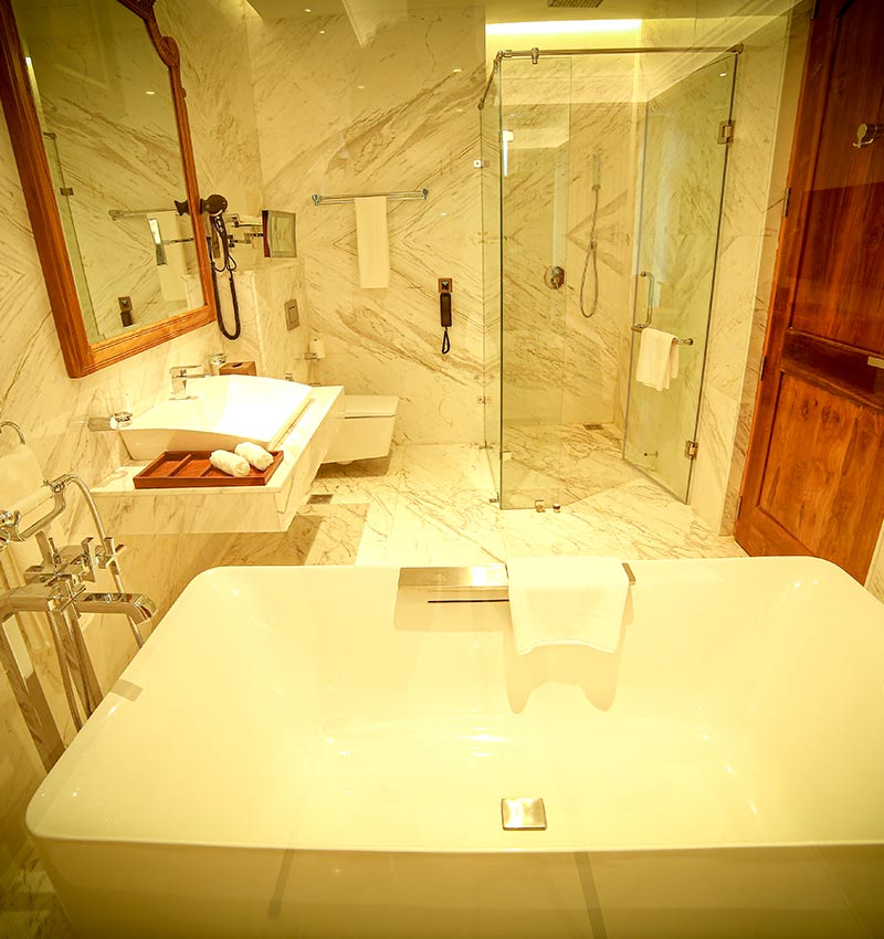 Well-equipped Royal Suite bathrooom
