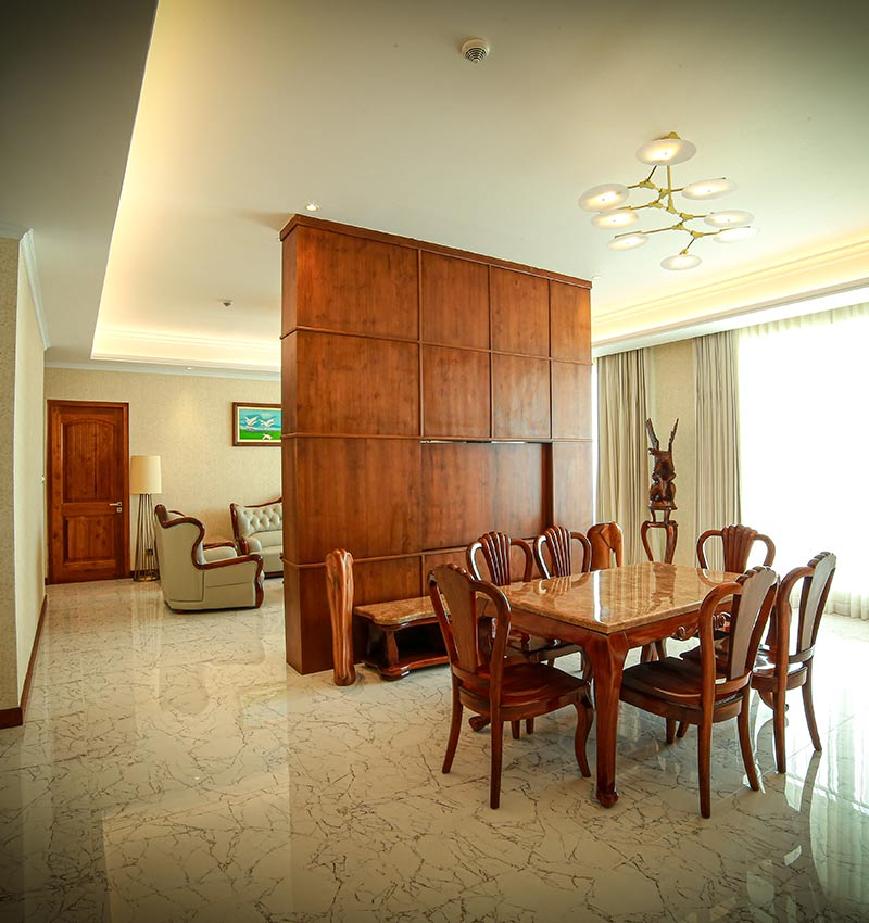 Spacious & modernised Royal Suite living area