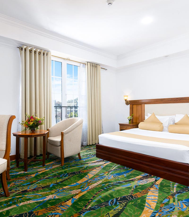 Deluxe Rooms with Natural Lighting